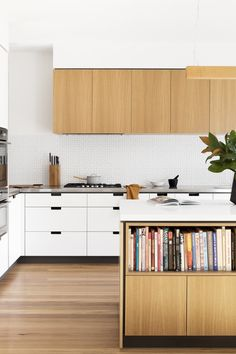 Creek House – An Overture to Mid-Century Design — Kitchen Renovation & Custom Kitchen Designs Timber Kitchen, Kitchen Flooring, Modern Kitchen Design, Kitchen Designs, Modern Kitchen Interiors, Mid Century Modern Kitchen, Mid Century Kitchens, New Kitchen Cabinets, Base Cabinets