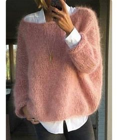 Fashion Ideas For Women Style Pull angora rose bonbon sur chemise blanche Fall Winter Outfits, Autumn Winter Fashion, Winter Wear, Pull Angora, Casual Outfits, Fashion Outfits, Fashion Ideas, Mohair Sweater, Loose Knit Sweaters