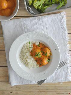 Almôndegas de lentilhas com molho de leite de coco e tomate