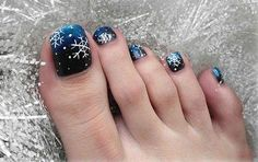 Here I have 15 Christmas toe nail art designs, ideas & stickers of Get the glimpses of these awesome Xmas nails and do revert us with your feedback. Blue Toe Nails, Simple Toe Nails, Pretty Toe Nails, Toe Nail Color, Toe Nail Art, Nail Colors, Toenail Art Designs, Pedicure Designs, Christmas Nail Art Designs