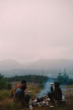 férias na montanha, acampamento com amigos