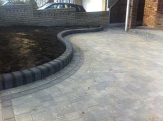 Front Garden Ideas Driveway, Driveway Design, Front Walkway, Driveway Landscaping, Front Path, Block Paving Driveway, Resin Driveway, Stone Driveway, Tarmac Driveways