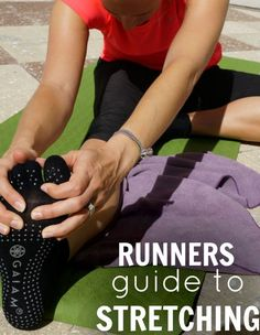 A runners guide to the best post run stretches for IT Band and hips mobility exercises shin splints Post Run Stretches, It Band Stretches, Stretching Exercises, Shin Splint Exercises, Shin Splints, Half Marathon Training, Marathon Running, Running Workouts, Running Tips