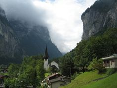 That little church positioned in the middle of the Swiss Alps makes for the ideal wedding location.