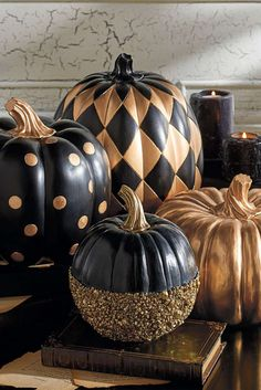 elegant halloween decor Since the foam pumpkins are a lot lighter, you can definitely pack them in. Picking the perfect pumpkin can be a significant task. It is not so hard to carve your own Halloween Pumpkin and its great fun, too. Diy Halloween, Modern Halloween Decor, Halloween Party Decor, Halloween Pumpkins, Happy Halloween, Classy Halloween Decorations, Classy Halloween Wedding, Spooky Decor, Halloween Design