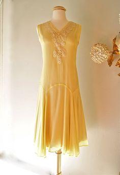 Yellow 1920s dress.