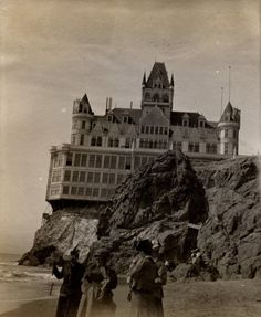 San Francisco, California Cliff House (Destroyed by fire, - site of many ghost sightings Old Buildings, Abandoned Buildings, Abandoned Places, Abandoned Castles, Spooky Places, Haunted Places, Cliff House San Francisco, Ghost Sightings, Abandoned Mansions