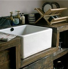 Natural and modern Kitchen interior | Image via naturalmoderninteriors.blogspot.com.au