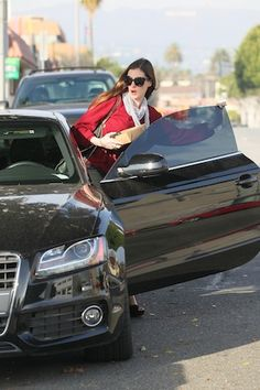 Anne Hathaway and her audi A5