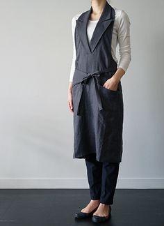 リトアニアリネンのエプロン。フォーマルな襟付きタブリエ サロン ワークエプロン ショップユニフォームとしてもおすすめ - formuniform / フォームユニフォーム
