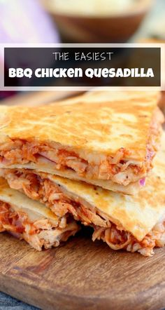 This BBQ Chicken Quesadilla is packed with tender chicken, tangy barbecue sauce, red onions, and mozzarella cheese. It makes the perfect weeknight meal and is ready in just 15 minutes! #quesadillas #quesadillarecipe #bbqchicken #bbqchickenquesadillas #chickenquesadilla #chickenrecipes #easydinnerrecipe #easyappetizer Bbq Chicken Quesadilla, Pizza Quesadilla, Quesadilla Recipes, Sandwich Recipes, Easy Bbq Chicken, Chicken Recipes, Pizza Appetizers, Brie Appetizer, Sauce Barbecue