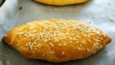Τυρόπιτες Κουρού, η αυθεντική συνταγή ! Σε 5 λεπτά έτοιμη, δεν θα την αλλάζετε με καμία! Finger Food Appetizers, Appetizer Recipes, Pizza Tarts, Kai, Greek Dishes, Bread And Pastries, Shake Recipes, Greek Recipes, Greek Desserts