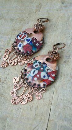 Réservées BM *Soleil couchant* - Boucles d'oreilles bohème chic composées d'émaux aux motifs colorés et accompagnés de volutes de cuivre : Boucles d'oreille par echappee-perles