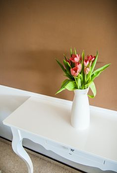 White high-gloss console