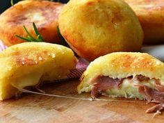Bombs potatoes with ham and provolone quick recipe Think Food, I Love Food, Good Food, Yummy Food, Tasty, Greek Recipes, Italian Recipes, Batata Potato, Cooking Time