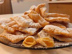 A csörögefánk, nagymamáink egyik téli finomsága. Pár perc alatt kész. Nagyon egyszerű, bevált, ropogós, porcukros fánk recept, nem csak Farsangkor... Onion Rings, Winter Food, Apple Pie, Baked Goods, French Toast, Baking, Breakfast, Ethnic Recipes, Hungary