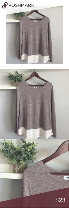Old Navy Lightweight Sweater Old Navy Lightweight Sweater Gently used in excellent condition Polyester blend Lovely faux blouse trim on bottom Measures 21 inches across chest lying flat, 27 inches length down center Machine wash for easy care!  Don't let your favorites get away! Offers welcome! Old Navy Sweaters