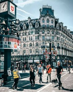 Leicester square London Nature London, Places To Travel, Places To Go, London England, Leicester England, London Landmarks, Leicester Square, England And Scotland, London Calling