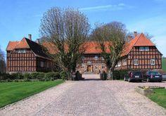 Steensgård, Fyn - Stensgård er en gammel sædegård, som nævnes første gang i 1391. Gården ligger i Svanninge Sogn, Sallinge Herred, Faaborg Kommune på vejen imellem Millinge og Faldsled. Hovedbygningen er opført i 1523 og ombygget i 1625.