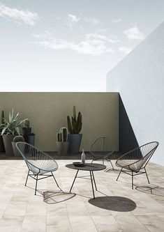 For all you minimalist lovers. Cotton corded mid century inspired, Acapulco, Mexican style chairs for your adobe or any open space. Place a few established Cactus around and thats all you need for your look. Design Wood, Ok Design, Design Ideas, Patio Design, Garden Design, Patio Interior, Interior And Exterior, Balcony Furniture, Outdoor Furniture Sets
