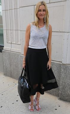 Jasmine Snow from Nueva York Fashion Week Primavera 2015 Street Style  Jasmine mantuvo informal pero elegante en un tanque gris y ventoso falda midi negro.
