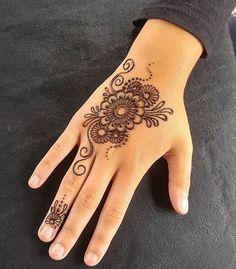 Henna @stainedswirls                                                                                                                                                                                 More Henna Designs For Kids, Latest Henna Designs, Finger Henna Designs, Mehndi Designs For Beginners, Unique Mehndi Designs, Henna Designs Easy, Beautiful Henna Designs, Henna Tattoos, Henna Tattoo Designs Simple