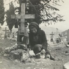 Distomo massacre was a Nazi war crime perpetrated by members of the Waffen-SS in the village of Distomo, Greece, during the Axis occupation of Greece during World War II. Greek History, Women In History, World History, World War Ii, History Channel, Historical Photos, Old Photos, Wwii, Crime