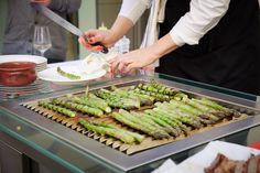 zkuste si ogrilovat chřest, dobrůtka :) Vegetables, Food, Hoods, Vegetable Recipes, Meals, Veggies