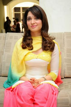 http://www.galaxypicture.com/2016/11/tamannaah-bhatia-bollywood-actress.html