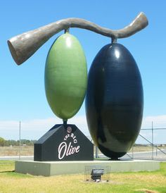 jouljet: The Big Lobster, Big Olive and Big Wine Bottle said previous blogger • the Big Olive • Tailem Bend • South Australia • tourist attraction • Adelaide highlights • Aussie big things