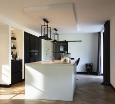 Modern Bathroom Design, Bathroom Interior, Kitchen Interior, White Minimalist Bathrooms, Interior Architecture, Interior Design, Exclusive Homes, Loft Interiors, Bathroom Renovations