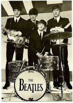 The Beatles were an English rock band that formed in The members were John Lennon, Paul McCartney, George Harrison and Ringo Starr. They became widely regarded then and now as the foremost and most influential music band. Beatles Love, Les Beatles, Beatles Photos, Beatles Band, Beatles Poster, Beatles Guitar, Rock And Roll, Pop Rock, Ringo Starr