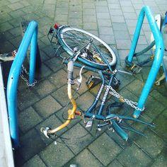 Time for a #Veloboxx perhaps? #bikemobility #bikestorage #fiets #velo #bicycle #bicicletta #bicicleta #fahrrad #vandalism #stolen #brussels