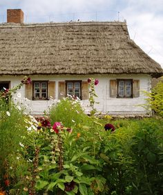 Museum of Mazovian Countryside in Sierpc A Frame House Plans, Small Cottages, Poland Travel, Thatched Roof, Foto Art, Arte Popular, Cozy Cottage, Rest Of The World, Europe