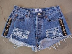 Hand upcycled jeans shorts by old designer, Sophia Scanlan Skull and black leather trims sides and back pocket. Denim Shorts Style, Shorts Jeans, Jeans Style, Denim Vests, Festival Looks, Short Tops, Hot Pants, Personal Style, Cool Outfits
