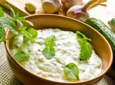 This cucumber and yogurt dip called Tzatziki is Syn Free, serve it with a selection of colourful vegetable crudites, such as peppers, carrots, celery and broccoli florets. Dip Recipes, Low Carb Recipes, Cooking Recipes, Healthy Recipes, Diabetic Recipes, Delicious Recipes, Cucumber Dip, Cucumber Recipes, Tzatziki Recipes