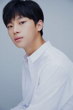 Rookie Actor Lee Shin-young Cast for 'Crash Landing on You' Young Actors, Hot Actors, Actors & Actresses, Jung Hyun, Kim Jung, Drama Korea, Korean Drama, Kim Sun Ah, Korean Male Actors