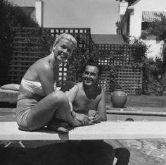 Tumblr Rare Photos, Vintage Photos, Cool Photos, Vintage Hollywood, Hollywood Glamour, Jean Harlow, Joan Crawford, I Love To Laugh, Girl Next Door