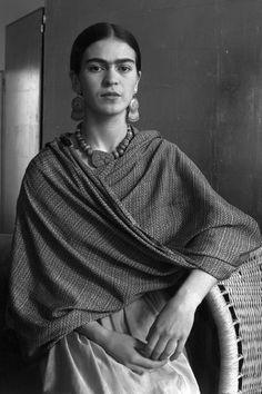 Photographer Imogen Cunningham: Frida Kahlo Rivera, Painter and Wife of Diego Rivera, 1931 Diego Rivera, Natalie Clifford Barney, Frida E Diego, Frida Art, Ansel Adams, Vintage Photography, White Photography, Woman Photography, Figure Photography