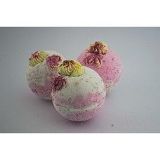 Strawberry Marshmallow Jumbo Bath Bomb with Dead Sea Salts and Shea Butter available at www.soapandso.co.uk for £2.35!