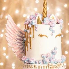 Mi ange mi unicorn cake 🦄🦄🦄🦄 repost @loucaporfestas I am a big fan of unicorn cake This cake is very pretty. Un gateau licorne avec des ailes d'ange . J'adore ! !! #unicorns #unicorn #gold #pastel #angel #ange  #unicorncake #flower #flowers #colorful #pastel #gold #pink #white #donuts #donut #macaron #meringue #eclair #food #foodporn #cake #cakes #cakedesign #baker #bakery #pastry #patisserie #amourducake #photooftheday