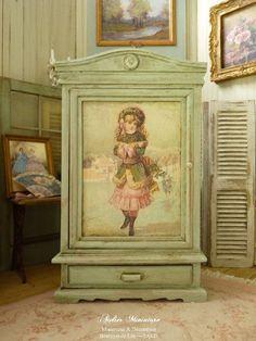 Armoire miniature romantique, Vert Provence vieilli, Mode victorienne en rose & vert, Mobilier en bois de maison de poupée, échelle 1/12 by AtelierMiniature on Etsy