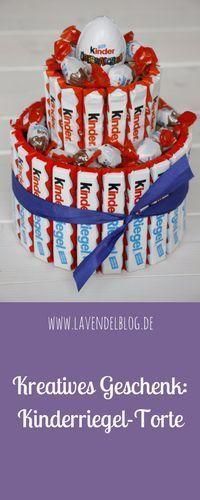 Kreatives Geburtstagsgeschenk: Geschenke aus Süßigkeiten kommen immer gut an. Im Blog findet ihr die Anleitung für eine Kinderriegel-Torte. Natürlich könnt ihr die Süßigkeiten-Torte auch mit anderen Schokoriegeln dekorieren. Die Kinderschokolade-Torte ist auch eine super Idee für einen Kindergeburtstag.
