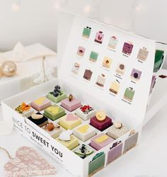 Macaron Packaging, Bakery Packaging, Packaging Design, Dessert Boxes, Chocolate Box, Macarons, Muffin, Oven, Branding