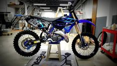 How about this beautiful steed? Tag the owner! Motocross, Motorcross Bike, Motorcycle, Yamaha Yz 125, Cool Dirt Bikes, Dirtbikes, Dream Cars, Penne, Car Garage