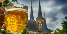 Join Eating Prague Food Tours on a Czech beer tour to taste everything from light pilsners to local craft beers, paired with great local Czech food. Prague Tours, Prague Travel Guide, Prague Food, Czech Beer, Coffee Places, Local Brewery, Czech Recipes, Food Tasting, Cafeterias