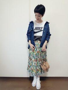 こんにちは☀ スカートしまむらで値下げになって1300円くらいで買えました🙌⤴ レトロな花柄プリー