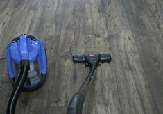 Homemade Floor Polish Recipe to Restore Shine to Wood Diy Wood Floors, Cleaning Wood Floors, Cork Flooring, Hardwood Floors, Floor Wax, Wood Oil, Polish Recipes, Diy Cleaners, Restore