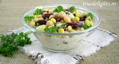 Salad with beans and chickpeas Salad Dressing, Soup And Salad, Fruit Salad, Potato Salad, Health And Wellness, Beans, Veggies, Food And Drink, Vegetarian