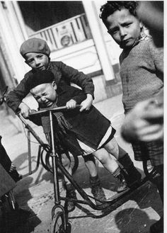 Younger brother 1934 by Robert Doisneau Robert Doisneau, Anjou Velo Vintage, Vintage Paris, Henri Cartier Bresson, Old Pictures, Old Photos, Vintage Photographs, Vintage Photos, Photo Velo
